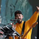 Mike Shinoda enlists Reading Fest crowd in moving Chester Bennington tributeMike Shinoda Reading Fest Chester Tribute